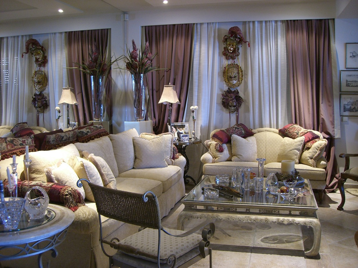 LIVING ROOM IN DECORATION